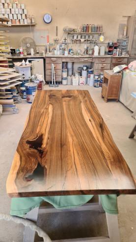 Fabrication d'une table noyer noir avec résine epoxy MARSEILLE-12ème