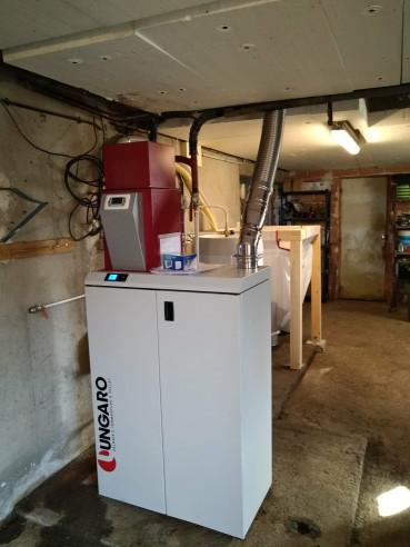 Installation et mise en service d'une chaudière à granulés Ungaro avec ballon d'ecs SAINT JUST SUR VIAUR