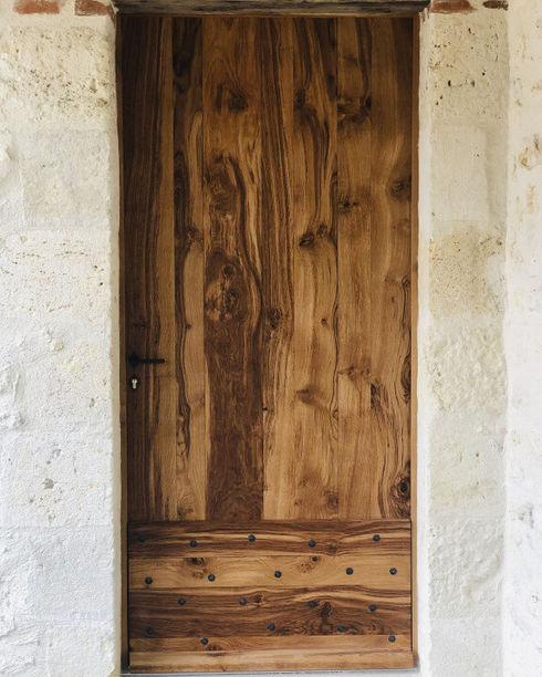 Fabrication d'une porte d'entrée en chêne massif de style périgourdine. villeneuve sur lot 47
